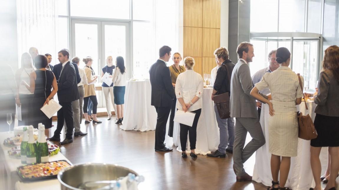 Feiras de intercâmbio e workshops. Networking é a alma do negócio.